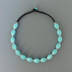 Collier en pierres turquoises