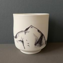 white porcelain cup Makalu