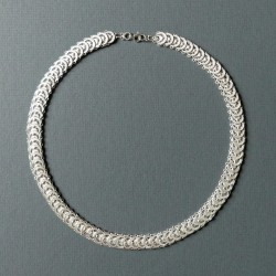 Collier filigrane en argent à motifs