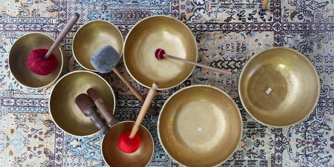 Tibetan singing bowl on the traces of shamanism