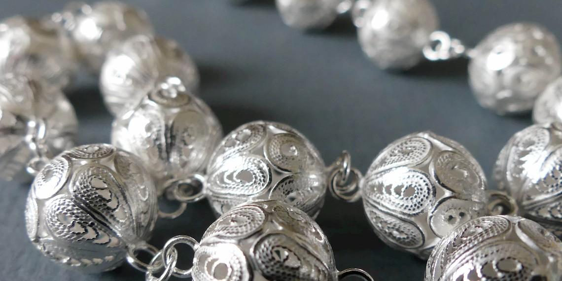 Silver filigree jewellery: treasure of Indonesia